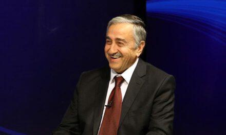 Την ώρα που το Μπαρμπαρός προκαλεί, ο κ. Ακιντζί υιοθετεί τη ρητορική Ερντογάν