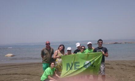 Η Νεολαία Οικολόγων καθαρίζει τις παραλίες μας