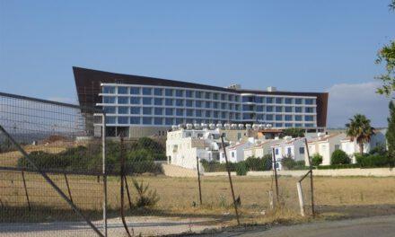 Ξενοδοχείο στο Λατσί – Εκτός από τις φωλιές των χελωνών, δεν βλέπουν ούτε τα παράνομα ξενοδοχεία στο Δήμο Πόλης Χρυσοχούς