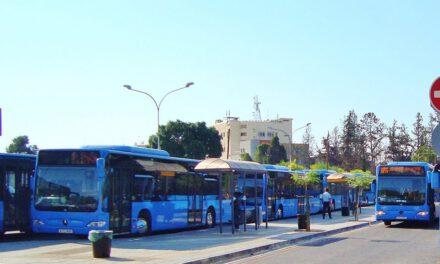 Η κυβέρνηση παραδέχεται ότι απέτυχε να βάλει τον κόσμο στα λεωφορεία