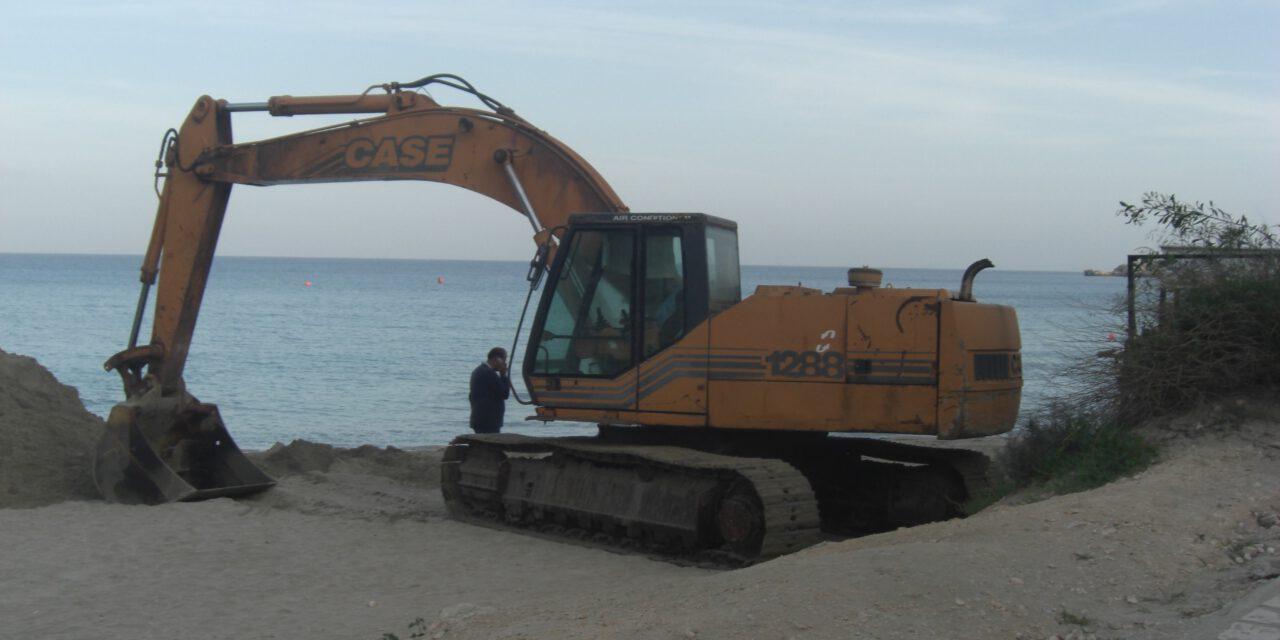 Οικολόγοι για Κόννο: Αντί να αντιμετωπίσουν τη διάβρωση, καταστρέφουν την παραλία