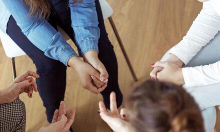Η πρόσφατη αδελφοκτονία με θύτη ανήλικο ανοίγει τα θέματα ανεπάρκειας των υπηρεσιών κοινωνικής ευημερίας και νομικών ελλείψεων