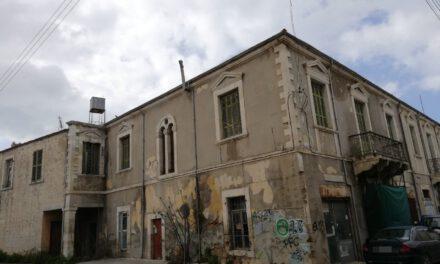 Το κράτος αφήνει αναξιοποίητα κρατικά κτίρια στον εμπορικό πυρήνα της Πάφου, αλλά πληρώνει ενοίκια για να στεγάζει το Ταμείο Κοινωνικών Ασφαλίσεων