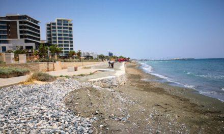 Μια εκ των πραγμάτων περίεργη επέμβαση στη ζώνη προστασίας της παραλίας στον Άγιο Τύχωνα, μπροστά από το ξενοδοχείο «Amara», έθεσε σε κινητοποίηση την Επαρχιακή Επιτροπή του Κινήματος στη Λεμεσό.