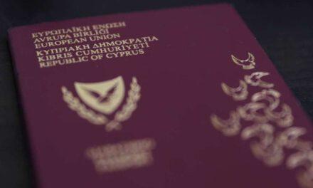 Μπορεί οι μηχανές της οικονομίας να είναι σβηστές, αλλά ο υπουργός Εσωτερικών κοντεύει να κάψει τη μηχανή που παράγει χρυσά διαβατήρια