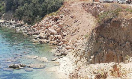 Παράνομη επέμβαση στην παραλία στην περιοχή Κερατίδι στην Πέγεια