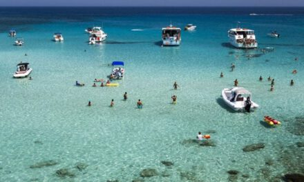 Χαιρετίζουμε την απόφαση για απαγόρευση πρόσβασης και αγκυροβόλησης των σκαφών στους κολπίσκους της χερσονήσου του Ακάμα