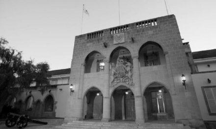 Αναπάντητα παραμένουν τα ερωτήματα από την Κυβέρνηση για τον κ. Συλλούρη που παρουσιαζόταν ως «σύμβουλος» του Προέδρου Αναστασιάδη