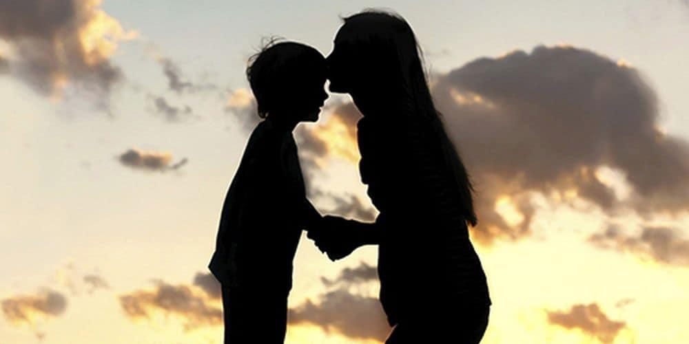 Η Παγκόσμια Ημέρα της μητέρας μας θυμίζει τις υποχρεώσεις της πολιτείας έναντι της μητρότητας